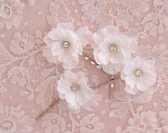 white flower hair pins, hair flower wedding, white hair clip, pearl hair pins, bridal hair pins, floral hair pins, hair clip wedding