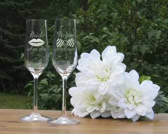 Bride and Groom Crystal Champagne Glasses / Lips and Bow Tie / Set of 2 / Engraved Flutes / Wedding Glasses / Mr and Mrs Champagne Glasses