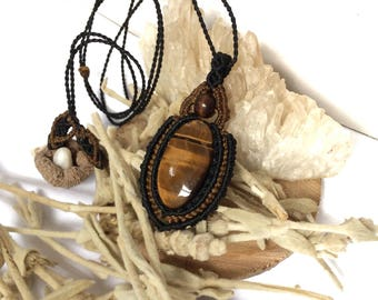 Macrame pendant with tiger's eye gemstone dressed in simple black and brown