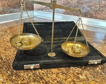 Vintage brass scale Antique scale Balance scales Brass scales for jewels Old brass scale Small scale Vintage decor Antique scales