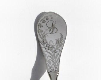 Vintage Silver Plate Silverware Spoon Key Chain, Spoon Keychain, Spoon Key Ring in the Lily Pattern, L Monogram