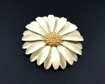 Vintage 1960s Cream with Yellow Center Daisy Pin Brooch - 1960s Flower Power - Mod Flower Vintage Brooch - Daisy Flower Enamel 1960 Brooch