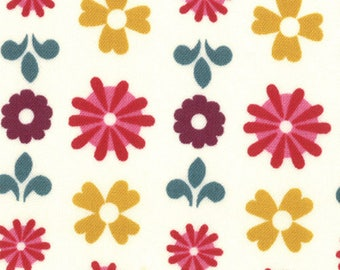 Liz Scott Fabric, Domestic Bliss by Liz Scott for Moda Fabrics, 18073-18 Flower Power Cream