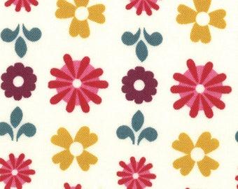 Liz Scott Fabric, Domestic Bliss by Liz Scott for Moda Fabrics, 18073-18 Flower Power Cream