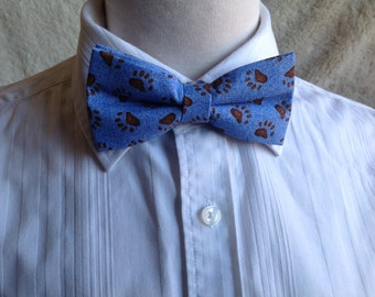 blue bow tie motif bear paws