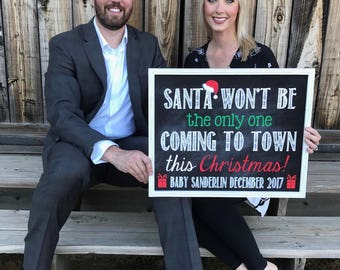 Christmas Pregnancy Announcement // Christmas Pregnancy Reveal // Santa Coming To Town // Pregnancy Announcement // Pregnancy Reveal / 16x20
