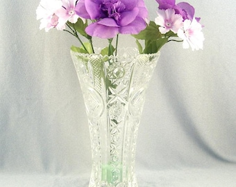 Fine Crystal Vase // Mid Century // Pressed Glass // Mint Condition // Retro // Very Vintage
