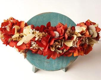 Tocado / peineta de flores preservadas en tono granate y dorado PAULA - Burgundy & gold headpiece - Tocado de invitada boda