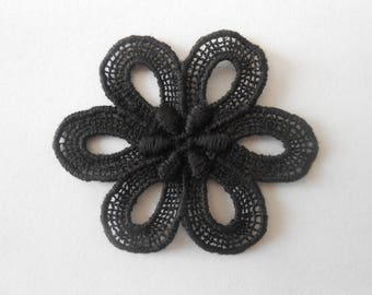 Large black flower of 5.5 x 5 cm in cotton