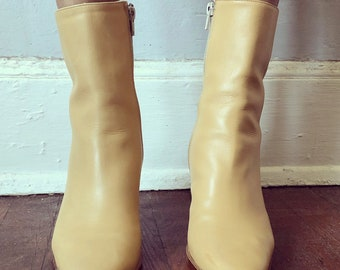 Vintage 1990s Ivory Leather Kenneth Cole Boots Sz.7