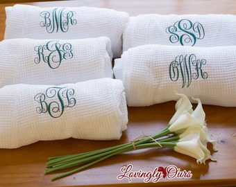 Personalized Gift - Monogrammed Robes - Set of Bridal Robes - Waffle Weave Robes for Wedding Party White or Colored Bridesmaids Gifts