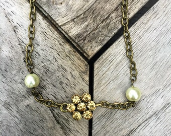 Flower and pearls choker