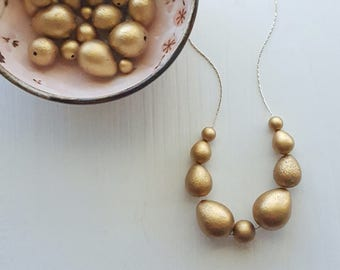 gold gleam necklace - vintage remixed lucite - matte metallic necklace