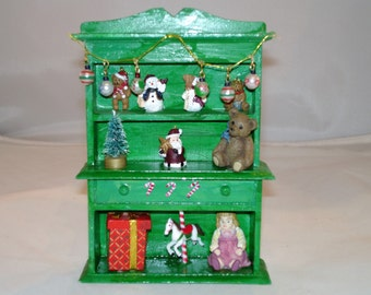 Mini Christmas Hutch - Green with toys