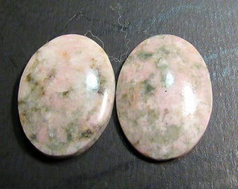 A pair of Unikite 25x18mm Oval Cabs.