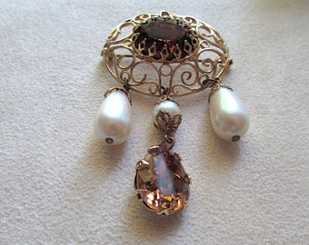 Oval brooch with pearls and topaz colour chrystal