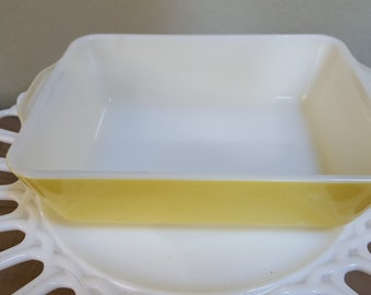 Pyre 1-1/2 Quart Yellow Primary Color Refrigerator Dish (1947-1964
