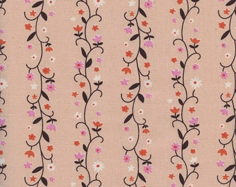 Welsummer by Kimberly Kight for Cotton and Steel -- Fat Quarter of Daisy Vines in Peachy