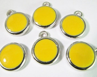 12 Vintage 12mm Bright Yellow Mod Pendants Charms Drops Pd467