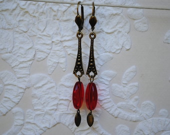 Earrings in brass and Red olive, glass.