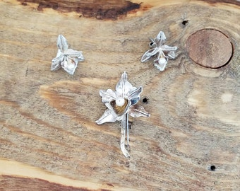Vintage matching jewelry earrings and brooch set - jewelry gift set - sterling silver flower  - vintage earrings MC1530