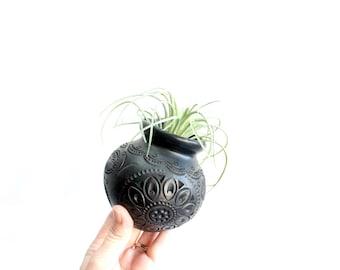 Etched Black Pot, Round Clay Pot