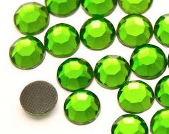 Rhinestone, fusible, rhinestones fusible green 4mm - 15 rhinestone bag