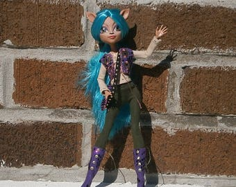 The Merry Rogue OOAK fantasy set for monster high and ever after high dolls
