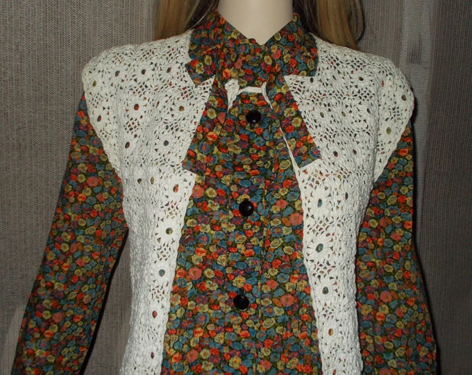 Vintage 60s 70s Handmade Hippie Chic Festival Womens Creme White Crochet Sleeveless Cardigan Preppy School Girl Sweater Vest