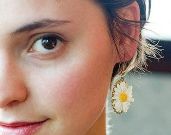 White daisy earrings, vintage style flowers, gold plated dangles, spring, summer, womens jewelry