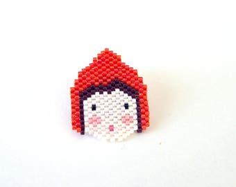 Broche Petit Chaperon rouge tissée en perles Miyuki