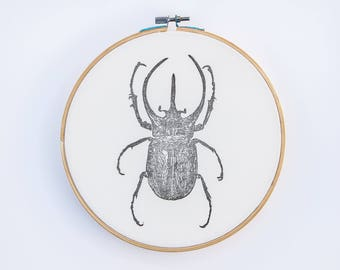 Escarabajo estampado sobre tela