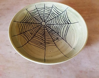 Spider web bowl in Green glaze