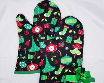 Christmas Trees, Ornaments and Stockings, Oh My! Oven Mitts