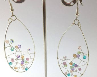 Boucles d'oreille longues pendantes forme goutte feuille argent et perles de verre arc-en-ciel multicolore-Boucles d'oreille bohème-Noël
