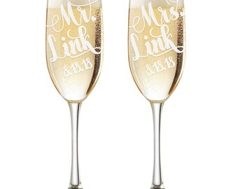 Personalized Wedding Flutes,  2 Toasting Flutes, Engraved Wedding Flute,  Mr. Mrs. Toasting Flutes,  Toasting Champagne Flutes