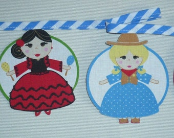 Round international dolls in suede and fabric Garland