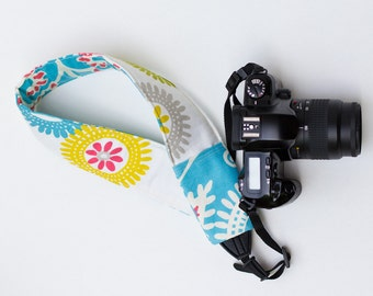 DSLR camera strap cover with lens cap pocket.  Summer wheels in cream and teal.