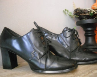 vintage Black lace up Platforms  7 M .. Coup d' etat Studio ... Chunky heels .. indie hipster Boho grunge