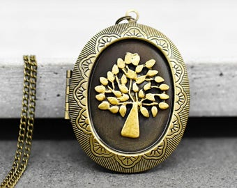 The golden tree locket necklace (VIK-173)