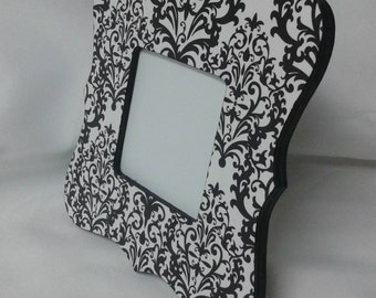 Black and white damask picture frame. Square picture frame with parenthesis edges.