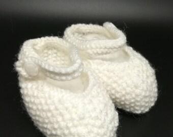 Strap baby booties / / newborn booties knit