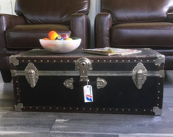 Vintage Footlocker, Storage Trunk, Shipping Trunk, Coffeetable Trunk, Dorm Room Storage with Removable Tray