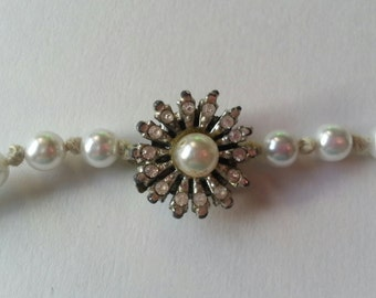 Knotted Pearl Necklace w/Vintage Flower