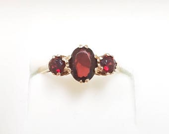 FINAL SALE Gorgeous 9ct Gold Vintage 1966 Sparkly Red Garnet Trilogy Ring - Size L / 5.5, January Birthstone