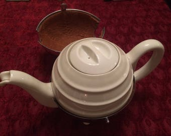 A Vintage Retro 1940s Heatmaster Chrome Plated Insulated Teapot with Bakelite Snout Handle & Feet