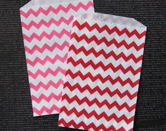 """20 Medium Valentine Chevron Paper Gift Bags or Favor Bags . 10 each of Red & Hot Pink . 5"""" x 7.5"""""""