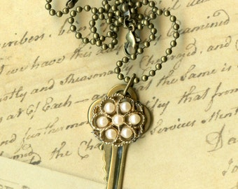 Key to Life Necklace - Pearl flower