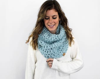Chunky Knitted Scarf Cowl Glacier- Calvert Cowl