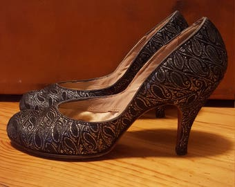 Silver and Black Pumps, 1950s Dress Shoes, Vintage Silver Heels